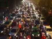 Tin tức trong ngày - Hiến kế chống ùn tắc: Cấm taxi giờ cao điểm sẽ mở ra lối thoát
