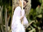 Mẫu béo Kate Upton hóa thân xuất thần, siêu giống Marilyn Monroe