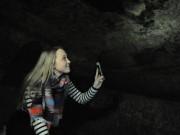 Thế giới - Nữ sinh Anh phát hiện hang động 200 tuổi dưới nhà thuê