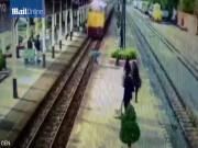 Thế giới - Thái Lan: Nằm im cho tàu hỏa cán qua rồi đứng dậy chạy