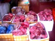 Thị trường - Tiêu dùng - Phát hiện hơn 1 tấn thực phẩm hôi thối chuẩn bị ra thị trường