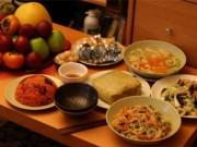 Sức khỏe đời sống - Ưu tiên người già, trẻ em ăn đồ cúng ngày Tết: Sai lầm!
