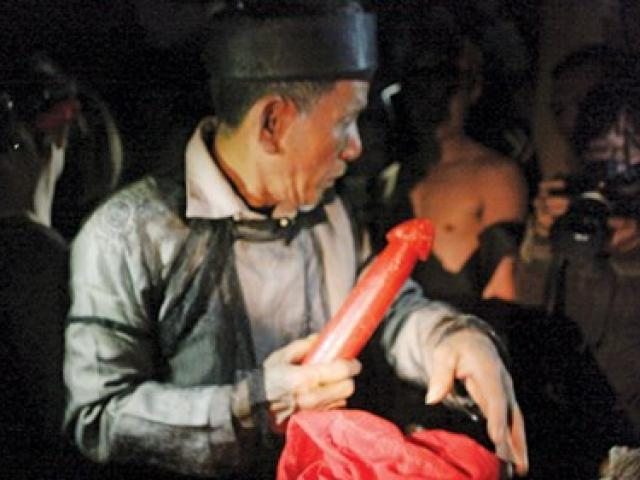 """""""Làm vía"""" - buộc chỉ cổ tay, nét văn hóa truyền thống của người Thái - 3"""