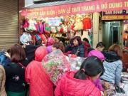 Giá cả - Quần áo 'đại hạ giá' dưới 100.000 hút khách phố cổ Hà Nội