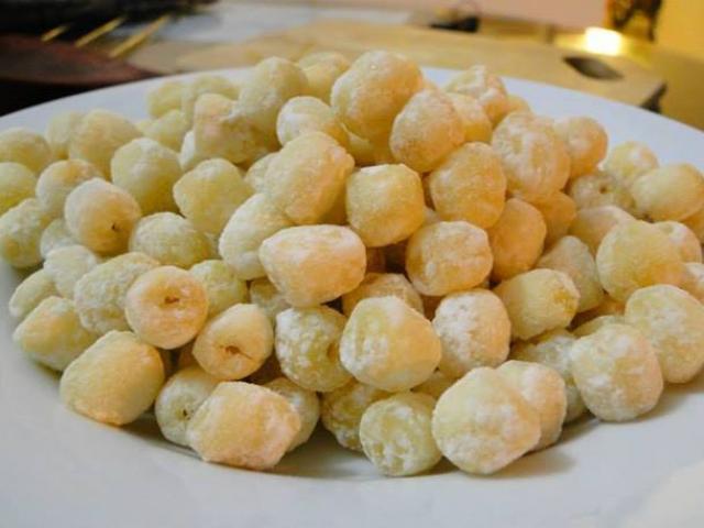 Ngày Tết, nhâm nhi mứt hạt sen trần thơm ngon