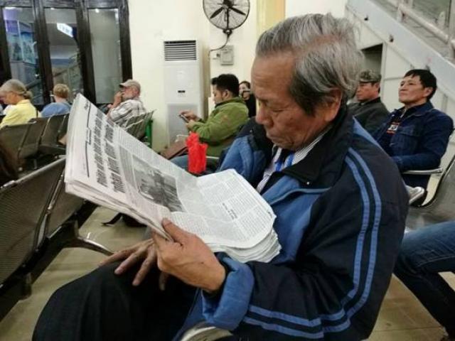 Ông bố vượt hơn 200km xuống HN đón con gái về quê ăn Tết