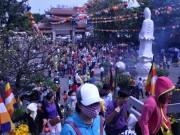 Tin tức trong ngày - Người Sài Gòn nườm nượp đi chùa ngày mùng 1 Tết