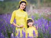 Hoa hậu Ngọc Hân mặc kín đáo vẫn đẹp rực phố Xuân