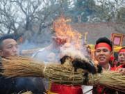 Tin tức trong ngày - Cay xè mắt tại lễ hội nhiều khói nhất Việt Nam