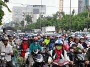 Biển người  trên phố Sài Gòn trong ngày vía Thần Tài