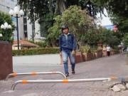 Tin tức trong ngày - TP.HCM: Dựng barie trên vỉa hè để bảo vệ người đi bộ