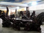 Tin tức trong ngày - Chiêm ngưỡng bộ bàn ghế chạm 12 con giáp lớn nhất VN