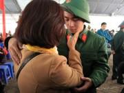 Tin tức trong ngày - Xúc động tiễn thanh niên Thủ đô lên đường nhập ngũ