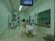 Sức khỏe đời sống - Thai nhi 28 tuần chào đời trong bọc nước ối