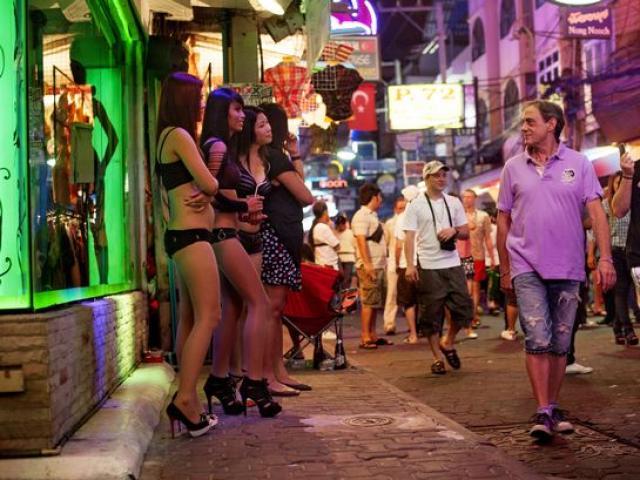Cận cảnh hoạt động của vũ nữ trong hộp đêm ngầm ở TQ - 13