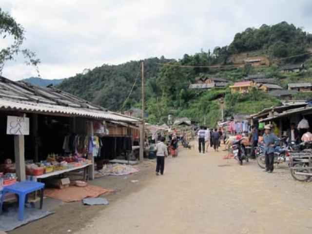 Hà Giang: Đi ăn cỗ, 3 người chết, 25 người nhập viện - 2