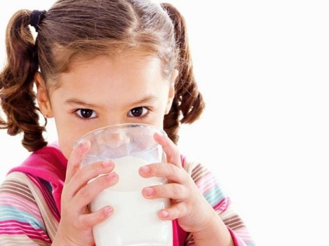 Hiểm họa không ngờ nếu uống sữa sai cách