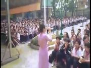 """Giới trẻ - Cô giáo và học sinh Sài thành đồng ca """"Lạc trôi"""" khiến dân mạng thích thú"""