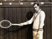 """Scandal tennis:  """" Ác quỷ """"  bên cạnh Vua hề Sác-lô"""