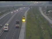 Tin tức trong ngày - Hoảng hồn xe tải phóng ngược chiều hơn 3km trên cao tốc