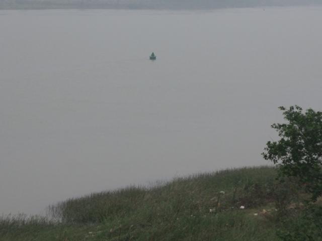 Bị cấm chuyện tình cảm, nam sinh lớp 11 nhảy xuống sông Hương - 3