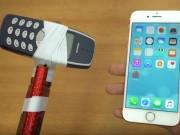 "Nokia 3310 hóa búa tạ  "" tẩn ""  iPhone 7"