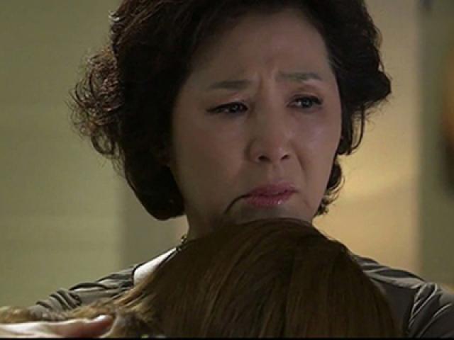 Bị mẹ chồng bắt quả tang ngoại tình, nghe lý do, mẹ ôm con mà khóc