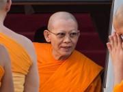 Thế giới - Vua Thái Lan phế bỏ chức vị nhà sư bị 4.000 cảnh sát vây