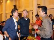 """U20 Việt Nam đấu  đàn em """"  Messi, Ronaldo: Nỗi lo mới"""