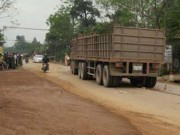 Tin tức trong ngày - Va chạm xe tải, thai phụ và con gái tử vong tại chỗ