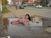 """Tranh vui - Những cô gái Nga khiến chúng ta... """"cười vỡ bụng"""""""