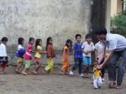 Quảng Ngãi: Thầy giáo  liều  đưa học sinh đi nội trú