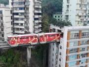 """Thế giới - TQ: Vì sao tàu điện trên cao """"xuyên thủng"""" nhà 19 tầng?"""