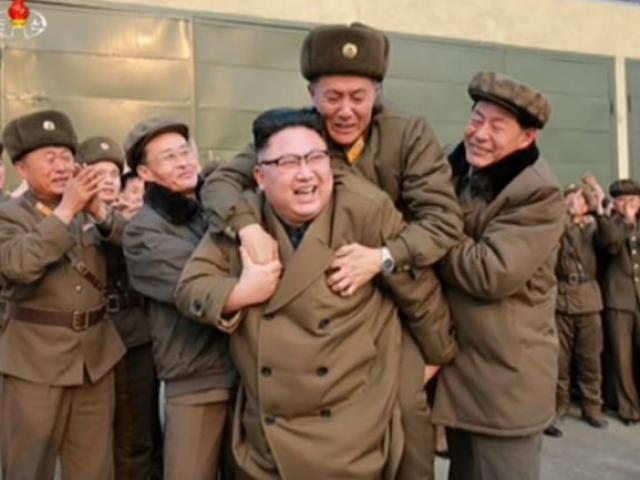 """Nữ MC Triều Tiên chuyên đọc tin khiến Mỹ-Hàn """"run rẩy"""" - 2"""