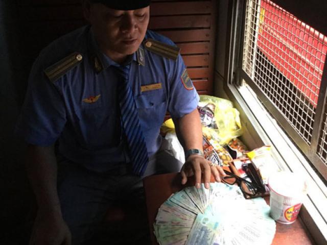Nhân viên bất ngờ phát hiện cọc tiền lớn trên tàu hỏa