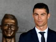 Ronaldo vinh hiển quê nhà: Messi lặng lẽ cúi đầu