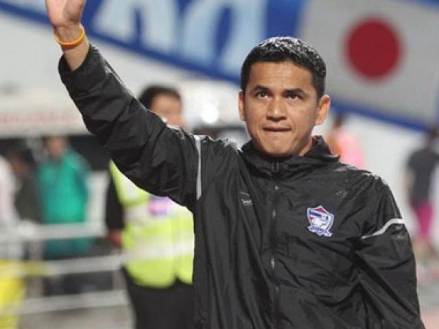 Kiatisak rời ĐT Thái Lan, NHM muốn Ranieri kế vị