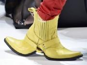 """Đây mới chuẩn xác là đôi  """" giày 2 mặt """"  gây bão"""