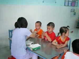 Sức khỏe đời sống - Vì sao nên can thiệp sớm cho trẻ tự kỷ trước 3 tuổi?