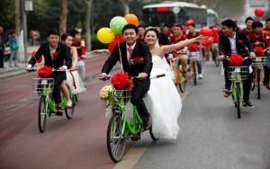 Tình yêu - Giới tính - Chú rể 9x rước dâu bằng xe đạp đôi