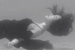Ca nhạc - MTV - Sĩ Thanh ngâm mình 5 tiếng cho cảnh quay 10 giây