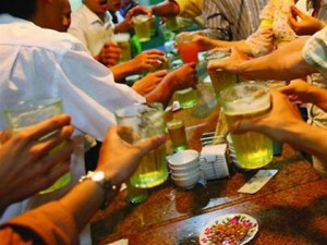 Tin tức trong ngày - Đàn ông VN uống bia rượu nhiều nhất Đông Nam Á