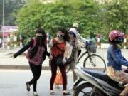 Tin tức Việt Nam - HN: Mất cầu vượt, hàng ngàn người vượt 3 làn đường để bắt xe buýt