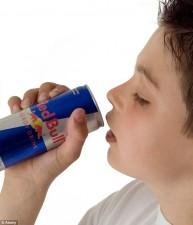 Sức khỏe đời sống - Uống nước tăng lực có nguy cơ đau tim, đột tử