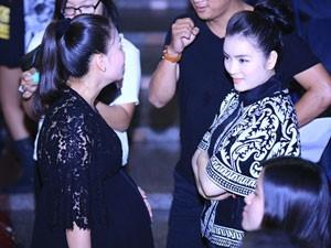 Ca nhạc - MTV - Lý Nhã Kỳ tận tình hỏi thăm sức khỏe bà bầu Thu Minh