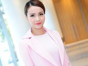 Yến Trang mặc kín đáo vẫn xinh đẹp gợi cảm