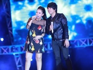 Mặt sau cánh gà - Vietnam Idol lặng lẽ lên sóng