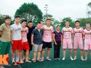 """Tin bên lề bóng đá - """"Vua phủi"""" Hà Nội gây quỹ giúp người phụ nữ khiếm thị"""