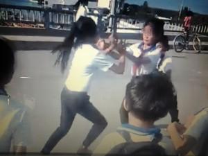 Tin tức trong ngày - Kỷ luật 9 học sinh cổ vũ 2 bạn nữ lớp 6 đánh nhau