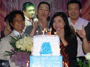 Chế Linh đón tuổi 73 trong vòng vây của fan